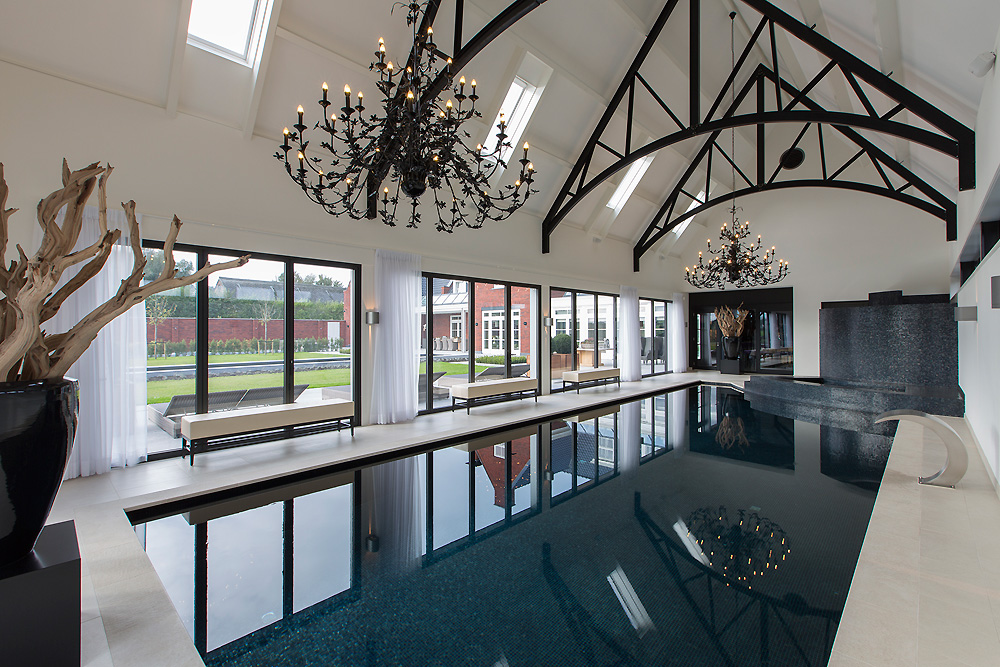 Zwart wit wellness design met allure - Huis design met zwembad ...
