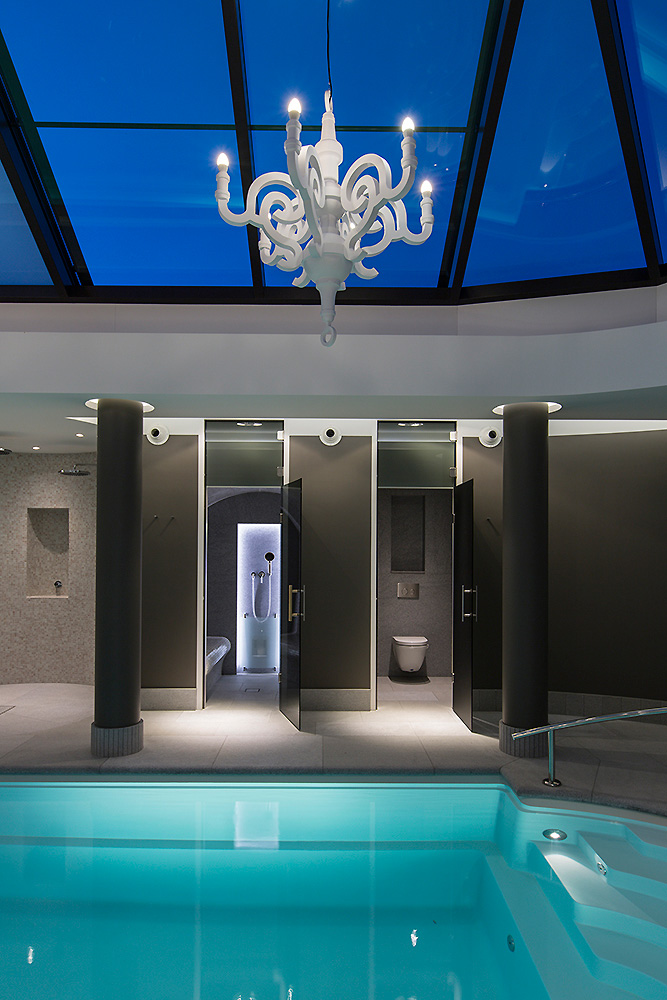 Klassiek poolhouse wellness design met een twist for Zwembad desing