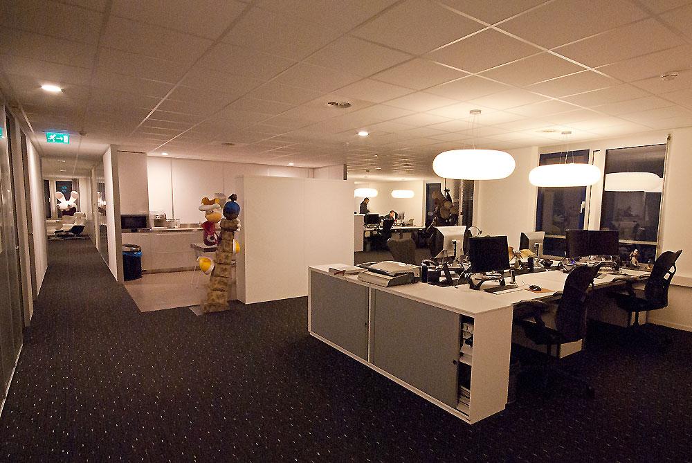 Nieuwe kantoor inrichting voor ubisoft for Kantoor interieur design