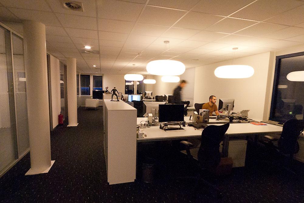 Nieuwe kantoor inrichting voor ubisoft for Kantoor interieur