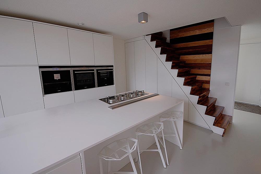 Minimalistisch interieur gevuld met design klassiekers