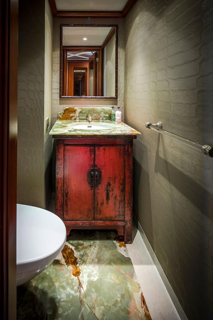 https://www.versteegh-design.com/site/wp-content/uploads/2015/11/design-toilet-yacht-683x1024.jpg