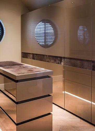 Luxury-walk-inn-closet